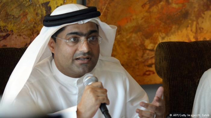 بطريقة إبداعية .. أحمد منصور يكشف زيف قناع السعادة في الإمارات