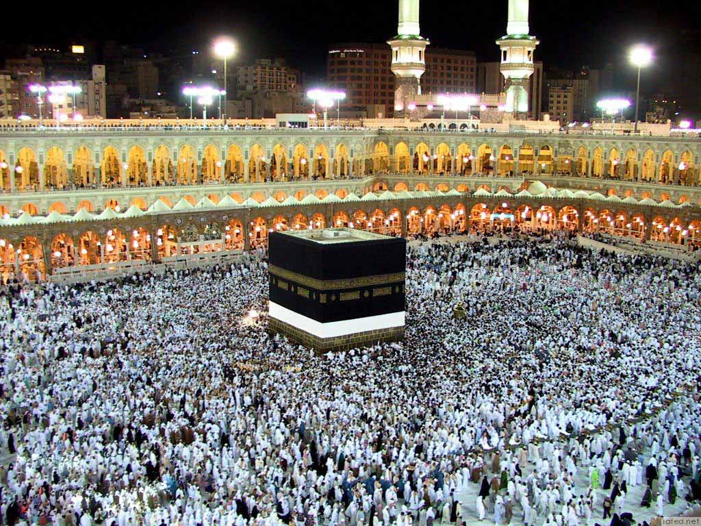 أئمة الحرم يستنكرون تسييس إيران لشعيرة الحج