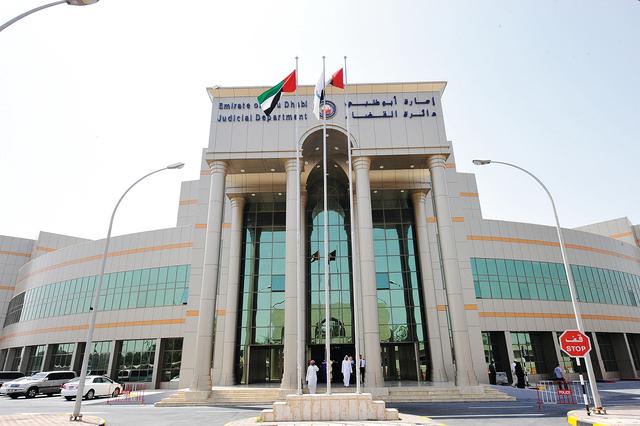 استمرار محاكمة ثلاثة صحافيين متهمين بالإساءة في أبوظبي
