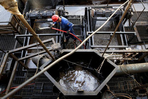 إيران تعرقل «التحرك المنسق» وترفض اتفاقاً لرفع أسعار النفط