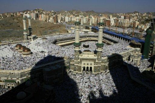 خطيب المسجد الحرام يحذر إيران من تسييس الحج والتشويش على المسلمين