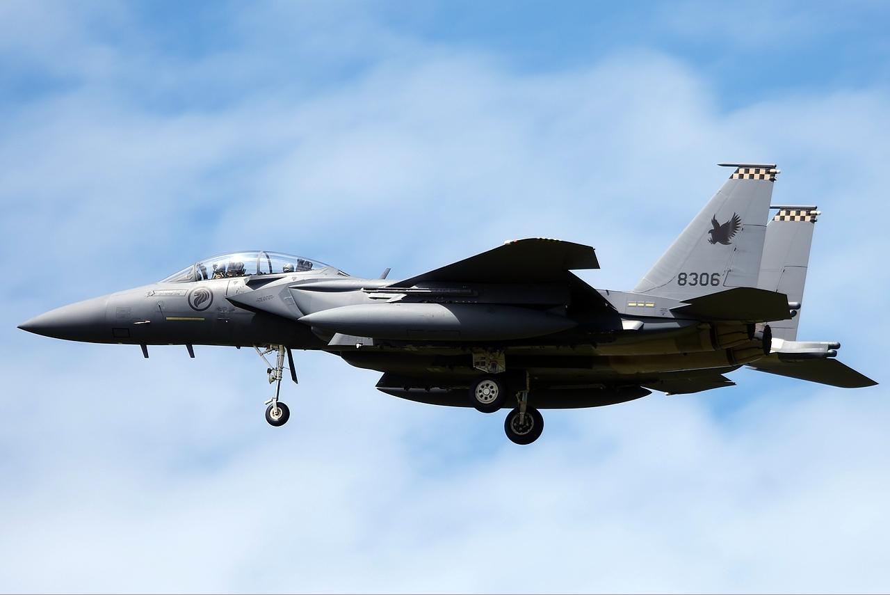 قطر والإمارات تبرمان صفقتين لشراء مقاتلات أمريكية