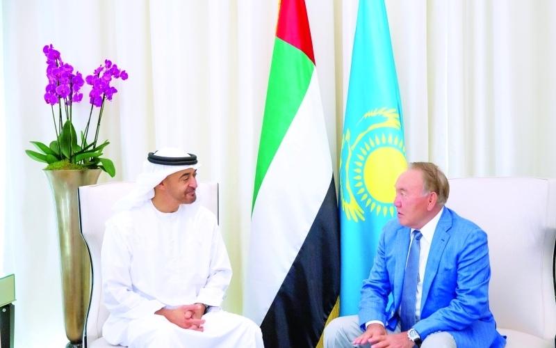محمد بن زايد يستقبل رئيس كازاخستان