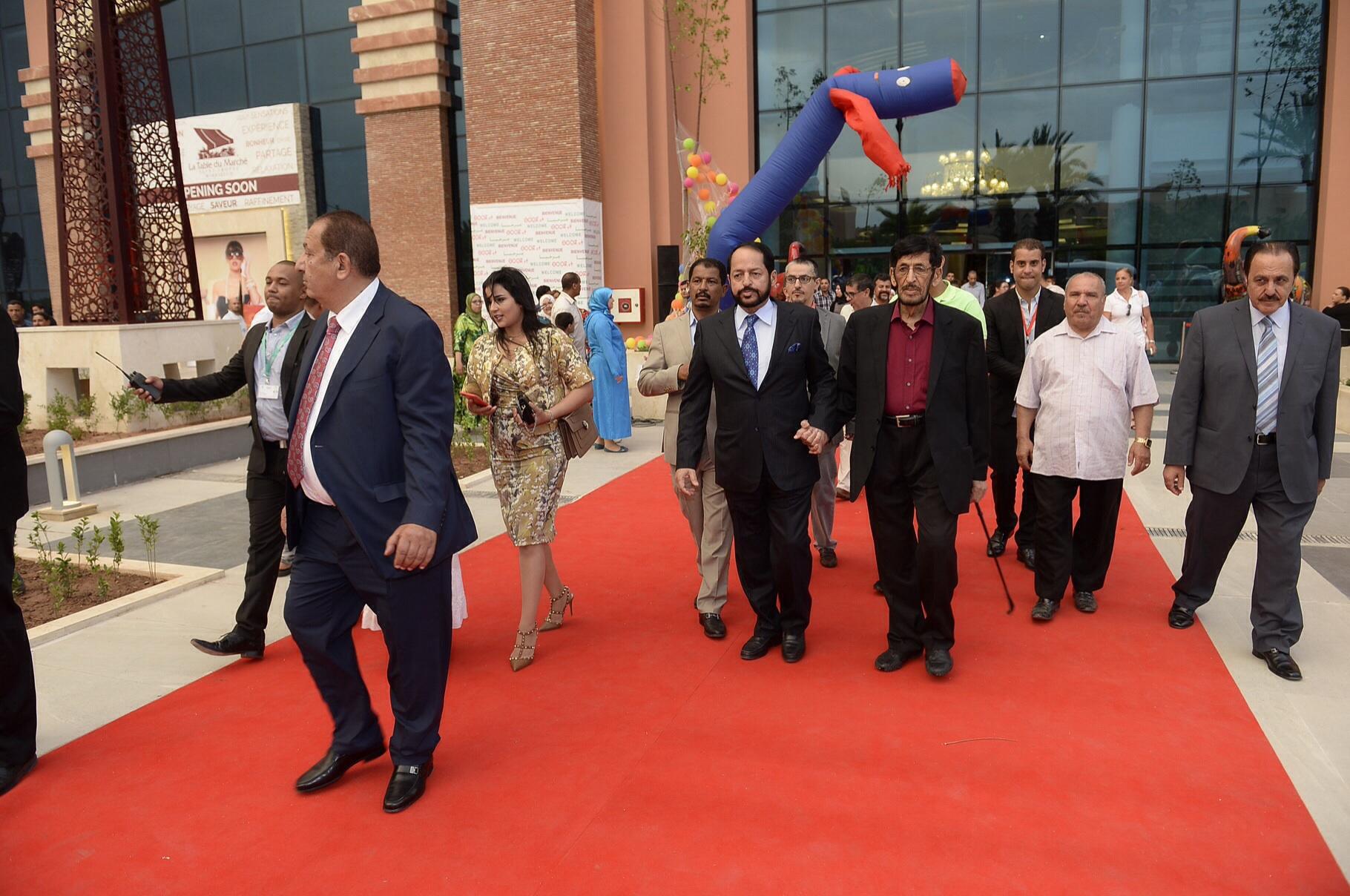 مدونون مغاربة ينتقدون استقبال وزير إماراتي على طريقة العاهل المغربي