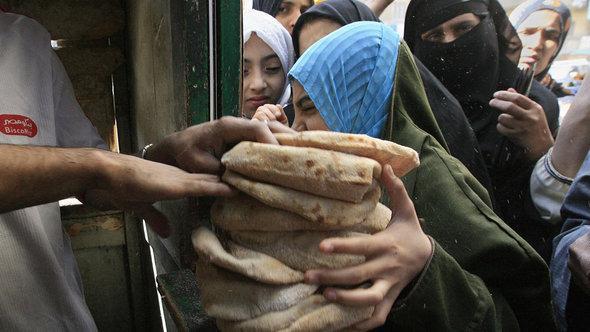 ميدل إيست آي: 3 أسباب وراء أزمة مصر الاقتصادية