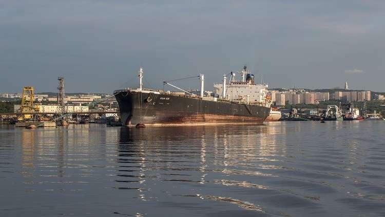 نداءات استغاثة من طاقم سفينة روسية محتجز في الإمارات وسط ظروف صعبة