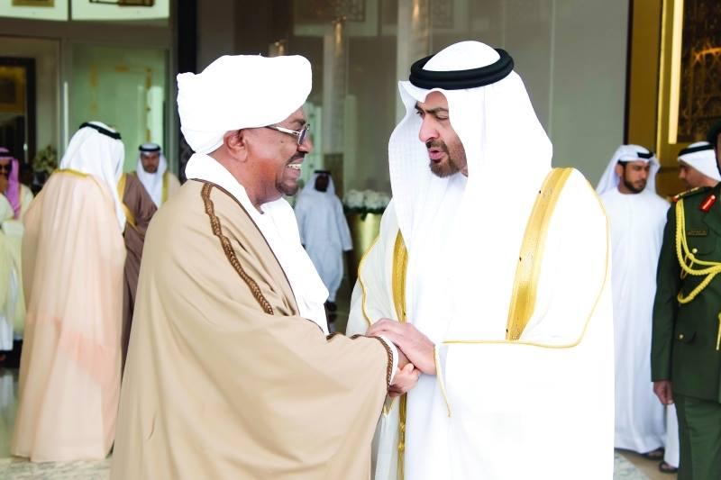 الإمارات تمنح الخرطوم قرضاً جزئياً والكشف عن زيارة غير معلنة لمدير الأمن السوداني إلى أبوظبي