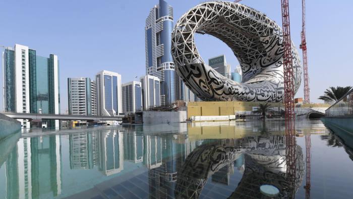 لماذا تزيد دبي الإنفاق العام؟!