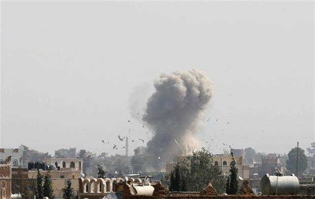 التحالف العربي يحذر المواطنين في الحديدة من الاقتراب من مواقع الحوثيين