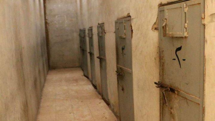 «أسوشييتد برس» تكشف شهادات عن ممارسات التعذيب في سجون تسيطر عليها الإمارات باليمن