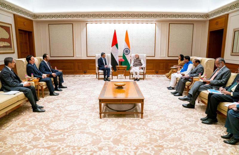 عبدالله بن زايد يبحث مع رئيس الوزراء الهندي تعزيز الشراكة و التعاون الاقتصادي