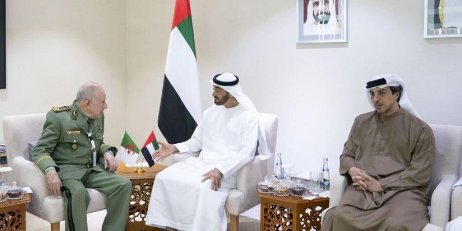 محمد بن زايد يبحث مع رئيس أركان الجيش الجزائري علاقات التعاون وقضايا المنطقة