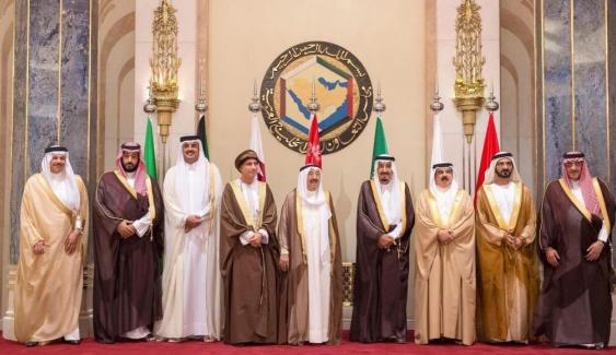المونيتور: الاقتصاد وليس فزاعة إيران هو من سينهي الأزمة الخليجية