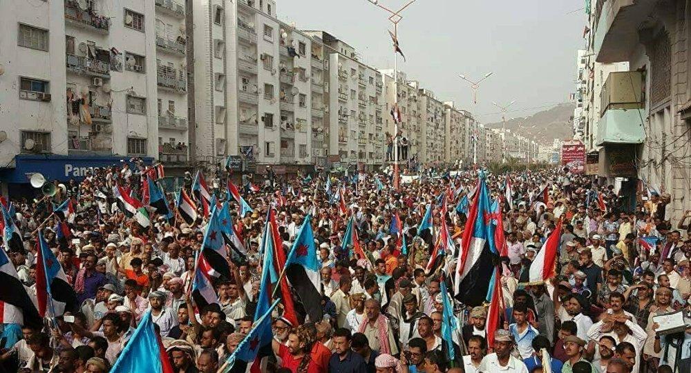 محافظ حضرموت يهدد بوقف تصدير النفط ما لم تستجب الحكومة اليمنية لمطالب المحتجين