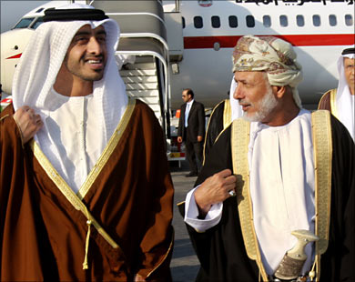 موقع ستراتفور الأمريكي: السعودية والإمارات تضغطان لإجبار سلطنة عمان على تغيير مواقفها السياسية