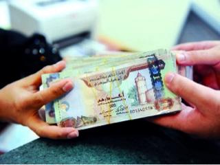 رفع الفائدة بالبنوك الإماراتية ينذر بتعثر العملاء