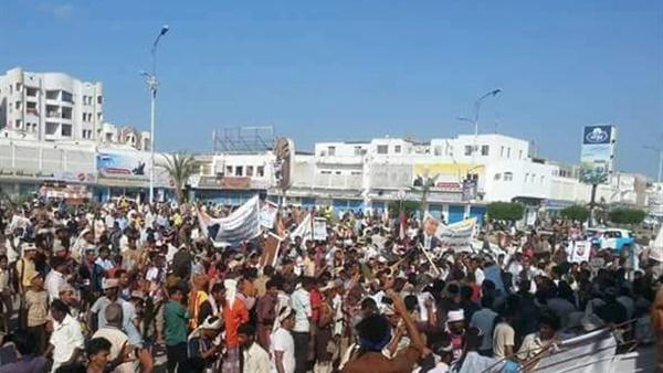 احتجاجات في عدن رفضاً لارتفاع الإسعار و انهيار الريال اليمني