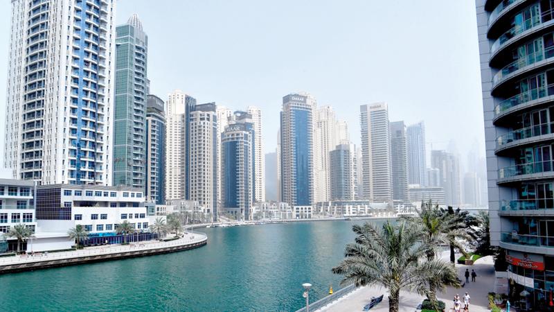 بلومبيرغ :  عقارات دبي تهوي وأسهم شركات كبرى تتراجع 30%