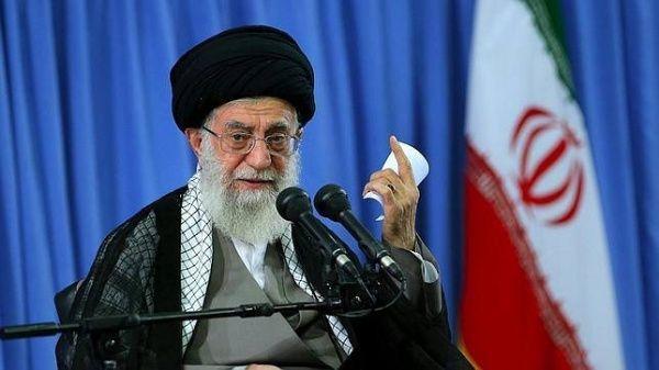 خامنئي بعد دخول العقوبات الأمريكية حيز التنفيذ: إيران لا تخشى شيئا