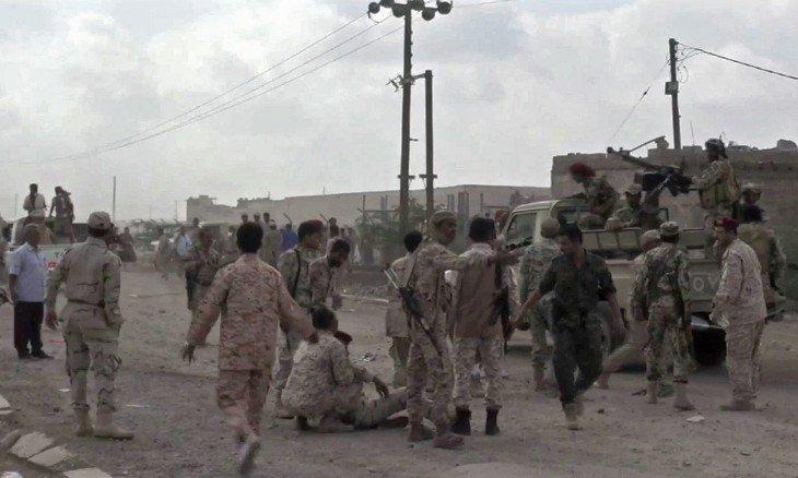 مقتل وإصابة قيادات عسكرية موالية لهادي بتفجير طائرة مسيرة في قاعدة «العند» ومزاعم بتورط الإمارات
