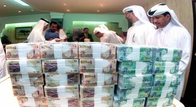 قطر تقاضي 4 بنوك في الإمارات والسعودية وأمريكا بتهمة التلاعب بعملتها