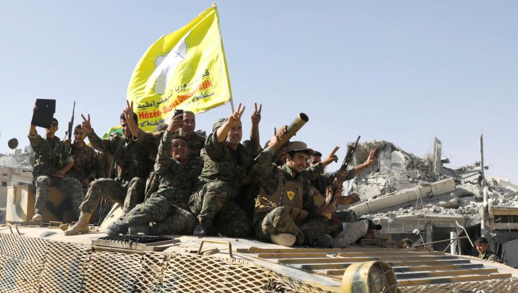 قرقاش يبحث مع ممثلي ميليشيات كردية دمجها في العملية السياسية بسوريا
