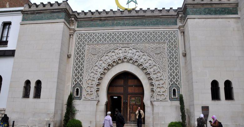 التحركات الإماراتية للسيطرة على المساجد في فرنسا في مواجهة المغرب