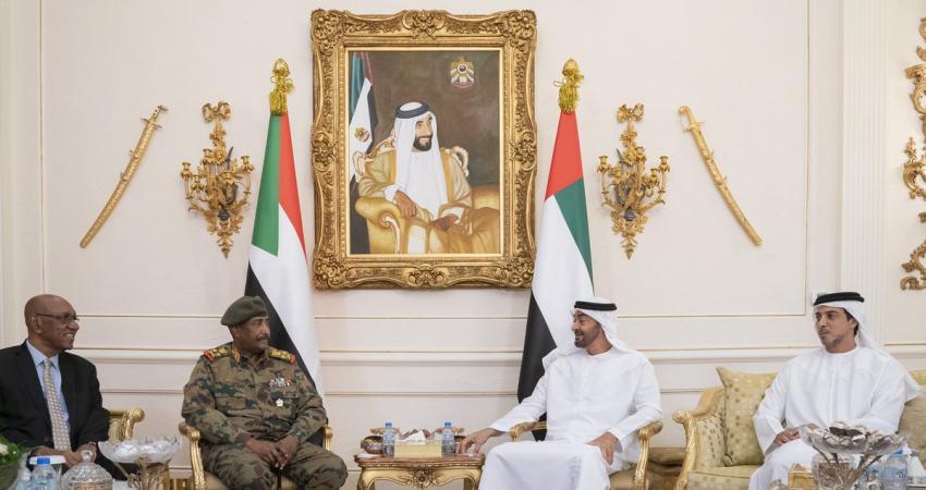 محمد بن زايد يستقبل رئيس المجلس العسكري السوداني