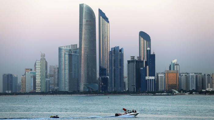 حكومة أبوظبي تمتلك 60%.. ثلاثة بنوك تستعد للاندماج العام الجاري