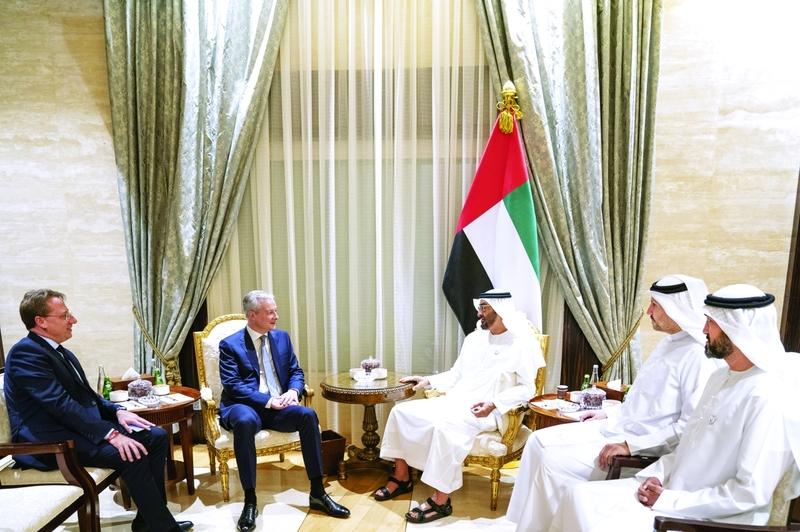 محمد بن زايد يبحث مع وزير الاقتصاد الفرنسي تعزيز العلاقات بين البلدين