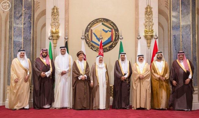 ناشيونال إنترست: دول الخليج تسارع للخروج من الهيمنة السعودية