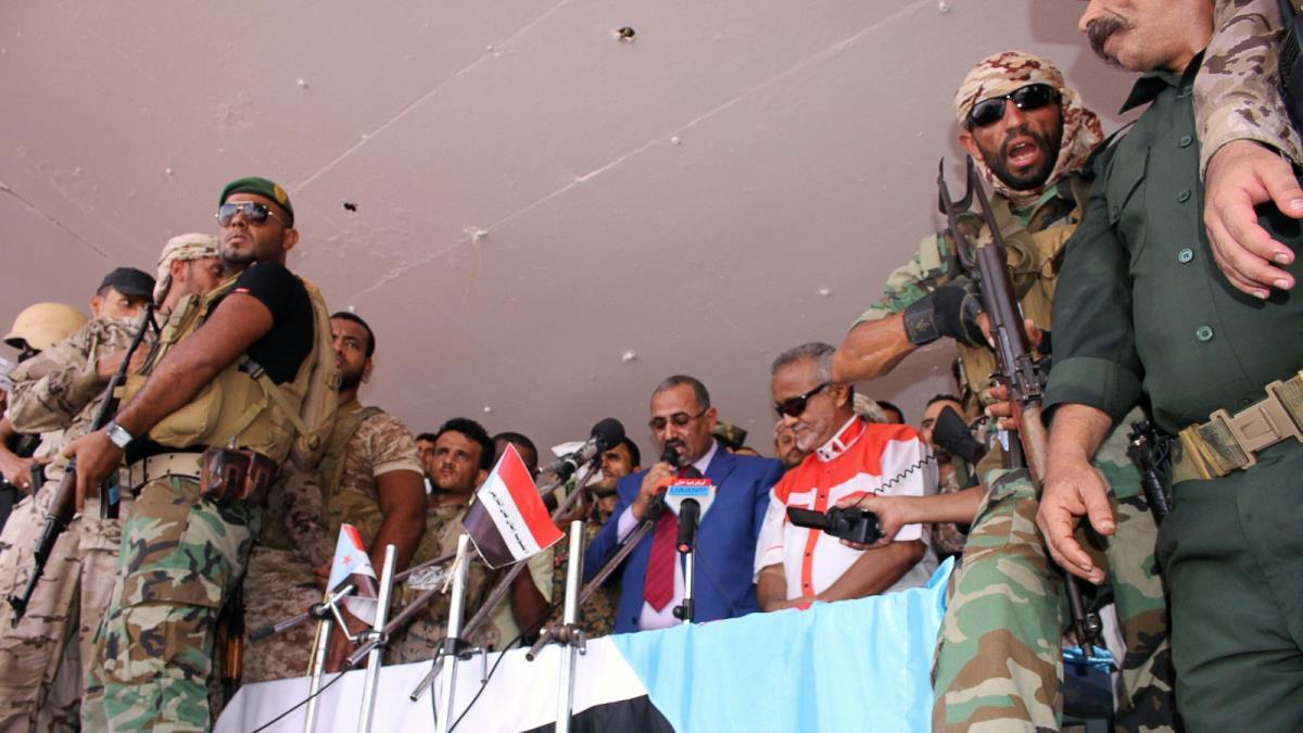 قائد عسكري يمني يتهم الإمارات بالتخطيط لانقلاب في عدن عبر