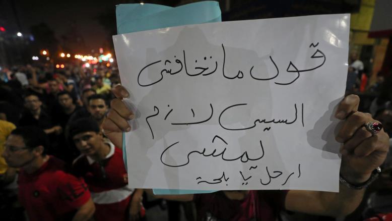 قرقاش يعلق على المظاهرات ضد السيسي في مصر ويهاجم