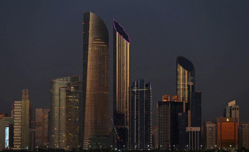 تراجع القطاع العقاري وتباطؤ الاقتصاد يدفع الإمارات لإعادة هيكلة ودمج البنوك