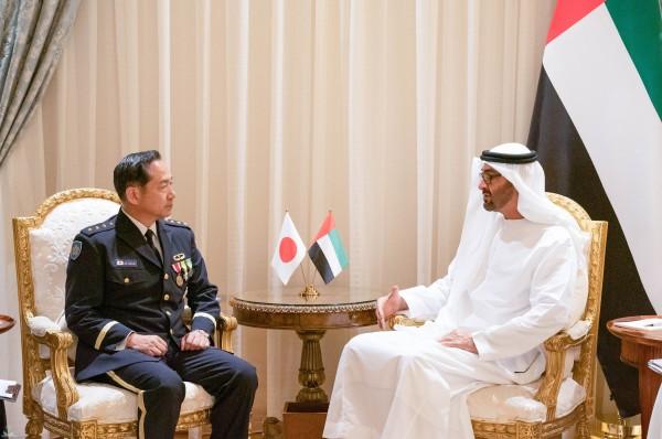 محمد بن زايد يبحث مع رئيس أركان القوات اليابانية «التعاون الدفاعي» بعد هجوم الناقلتين