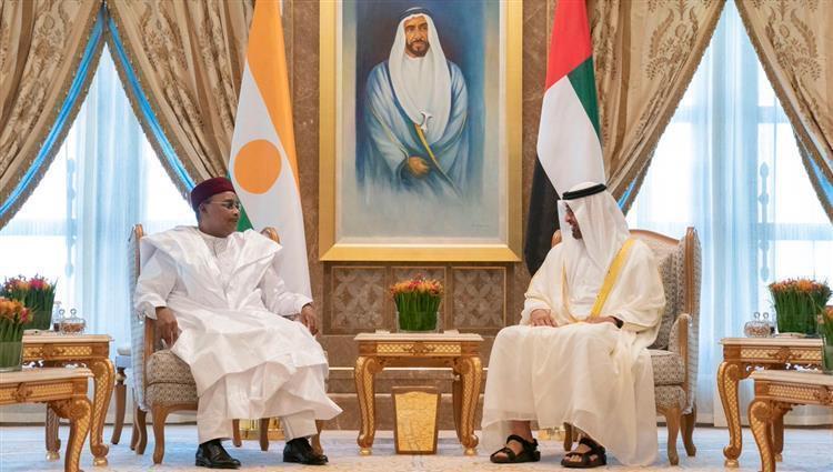 محمد بن زايد يستقبل رئيس النيجر ويبحث معه تعزيز العلاقات بين البلدين