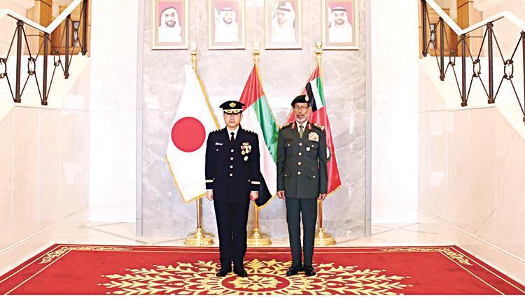 رئيس أركان الجيش الإماراتي يبحث مع نظيره  الياباني تعزيز التعاون العسكري