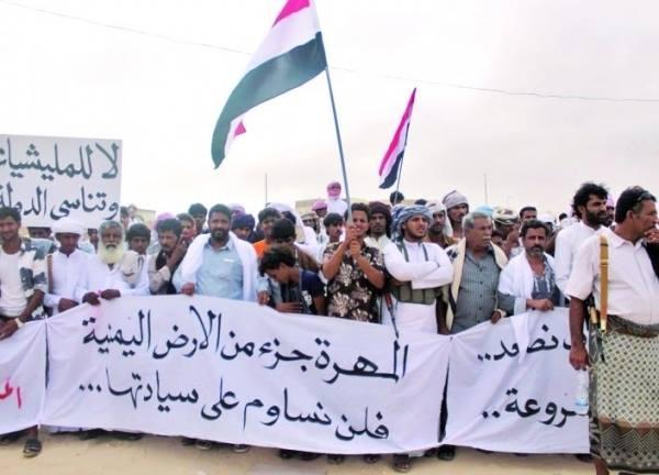 آلاف المحتجين ضد التواجد العسكري للسعودية والإمارات في المهرة اليمنية
