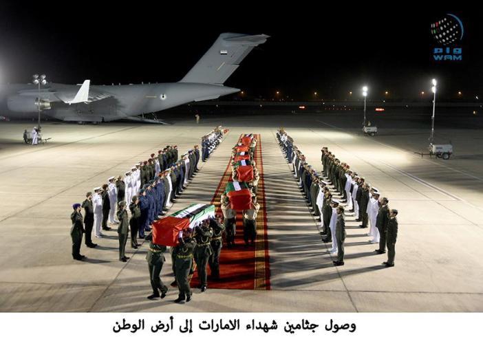 وصول جثامين شهداء الامارات إلى أرض الوطن